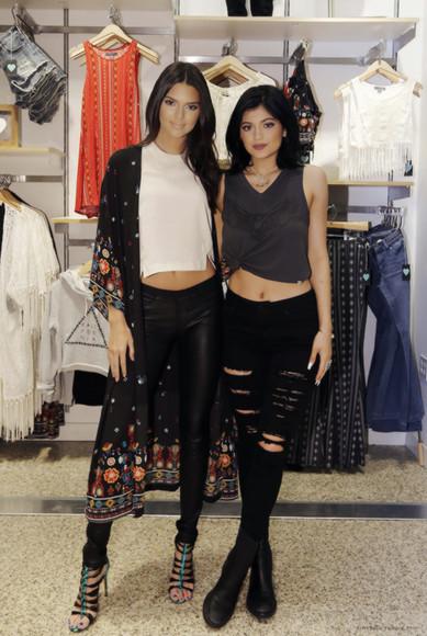 jeans ripped jeans kendall jenner kylie jenner kardashians