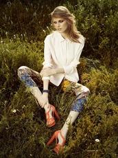 pants,printed pants,high heels,white blouse,blouse,patterned pants,orange shoes,colorful,cream blouse