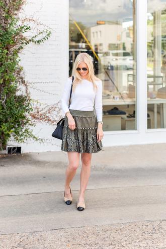 a piece of toast blogger t-shirt skirt bag jewels ballet flats white top summer outfits