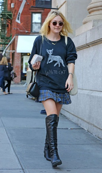 dakota fanning boots sweater over knee