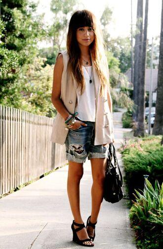 shorts white top beige sleeveless coat distressed denim shorts black platforms blogger