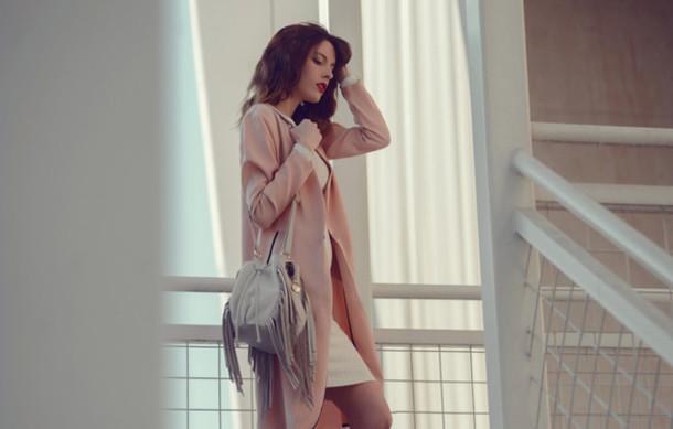 carolina krews blogger dress fringed bag pink coat
