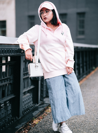 mimi & chichi blog blogger sweater hat pants shoes bag pink hoodie hoodie fall outfits cap white bag