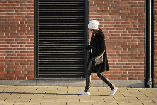 shiny sil blogger bag faux fur leather pants blouse top pants shoes gloves jewels