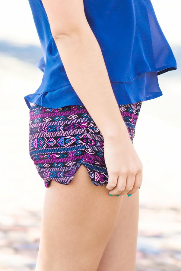 print printed shorts fall outfits scalloped hem