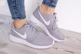 shoes nike nike roshe run grey shoes please help me find these shoes!