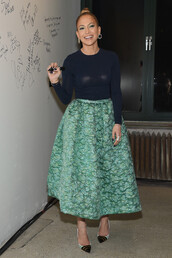 midi skirt,jennifer lopez,pumps,green skirt,retro,skirt,shoes