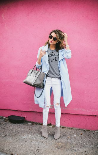 hello fashion blogger t-shirt coat ripped jeans white jeans light blue grey bag grey t-shirt shoes bag sunglasses jewels