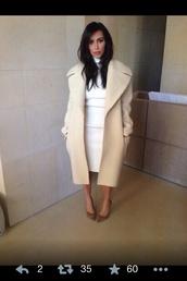 dress,kim kardashian,keeping up with the kardashians,bodycon,white dress,white,midi dress,coat,shoes