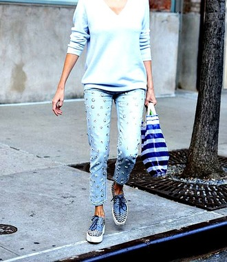 jeans embellished denim embellished sneakers blue sneakers flatforms sweater blue sweater all blue outfit all blue streetstyle fall outfits