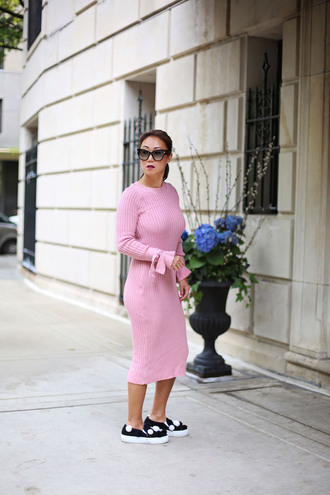 fashion-a-holic - chicago fashion blog blogger dress shoes sunglasses pink dress knitted dress slip on shoes