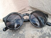 sunglasses,tropical,round sunglasses,black sunglasses,black,style,fashion,cute,summer outfits,fall outfits