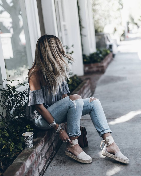 jeans tumblr top grey top blue jeans denim ripped. Black Bedroom Furniture Sets. Home Design Ideas