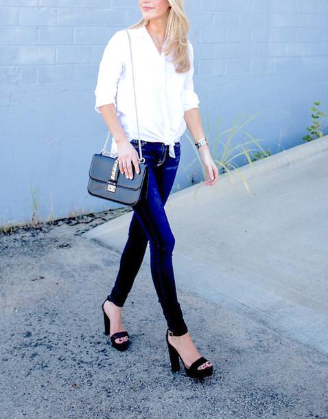 fb30bfaaf8d5 krystal schlegel blogger blouse bag shoes button up white top long sleeves  shoulder bag black bag