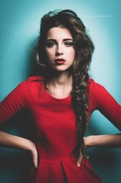holiday season,hairstyles,top,shirt,blouse,dress,rouge,red dress,hair/makeup inspo,make-up,pretty,long sleeves,skater,hair,robe,robe moulante,extraordinary,col rond,manche longues,waw,magnifique,classe