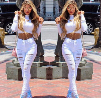 jeans mynystyle style celebrity style all white everything stylish fashion summer ripped jeans white jeans ripped denim xrop top crop tops cat eye sunglasses