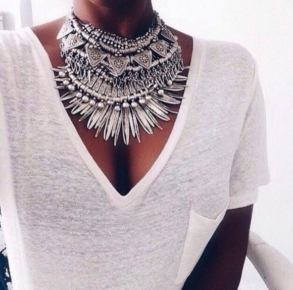 denim denim shirt necklace jewels classy hot summer outfits t-shirt top style streetwear streetstyle winter outfits white t-shirt white crop tops nude diamonds