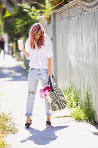 bag shoes jewels jeans hat sunglasses late afternoon