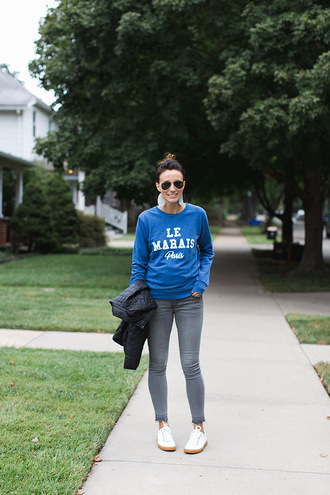 one little momma blogger sweater jeans shoes jewels sunglasses coat blue sweater skinny jeans sneakers winter outfits