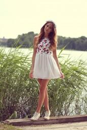 kenza,dress,summer,summer dress,floral,short dress,cute dress,megan fox,white dress with flowers