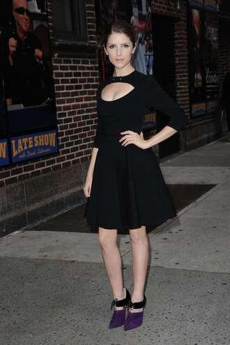 dress anna kendrick little black dress shoes