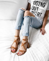 jeans,ripped jeans,light blue jeans,casual,suede sandals,graphic tee,thick heel,medium heels,red nails