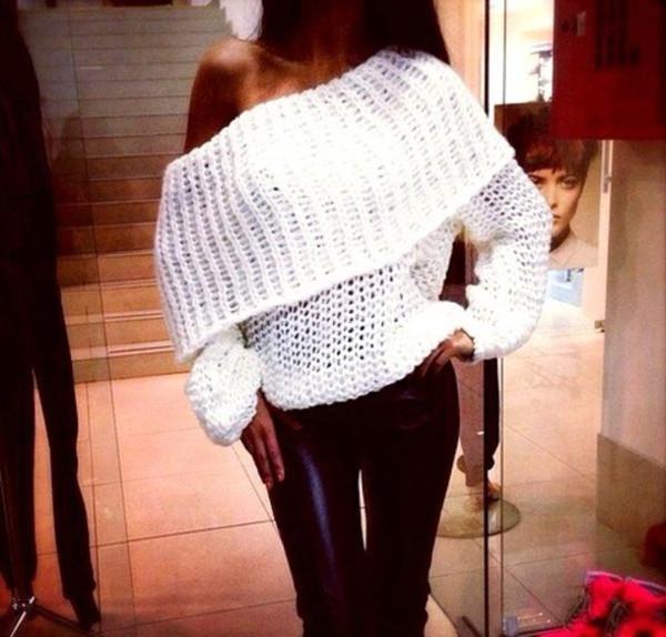 Oversize collar sweater