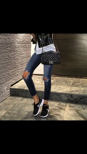 shoes,black,rosches,air max,sneakers,high top sneakers,style,black shoes,white,white shoes,nike running shoes,nike sneakers,jeans,bag,nike air max thea,black and white,airmaxthea,pants,coat,madison beer,ripped knee jeans,ripped jeans,swag,skinny jeans,denim,blogger,fashion,destroyed denim,ripped,nikesfreerun