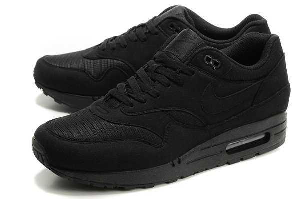 all black nike air max 1