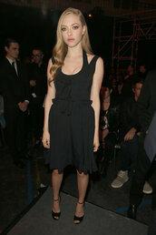 dress,little black dress,black,amanda seyfried,sandals,shoes