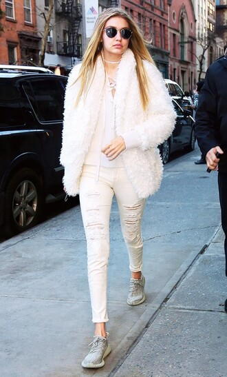 sunglasses white fur coat grey sneakers blogger round sunglasses white ripped jeans