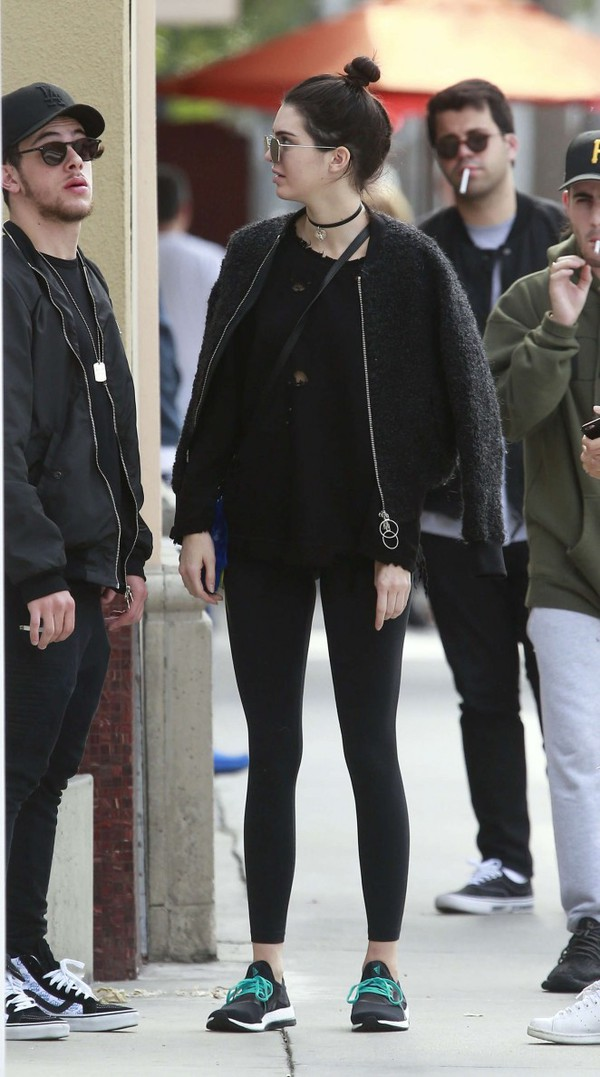 jacket sneakers kendall jenner sunglasses leggings all black everything sportswear model off-duty jewels jewelry choker necklace black choker necklace keeping up with the kardashians celebrity style celebrity model