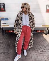 coat,animal print,faux fur coat,leopard print,joggers,white t-shirt,sneakers,nike sneakers,sunglasses