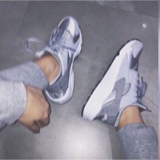 shoes huarache wolf grey silver grey grey shoes nike nike shoes nike sneakers sneakers girls sneakers tumblr tumblr outfit fashion girl