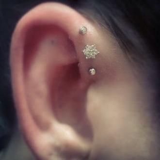 jewels flower shaped helix earring
