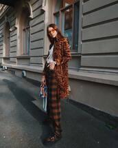 pants,jeans,checkered,boots,coat,animal print,printed shirt,sunglasses,handbag