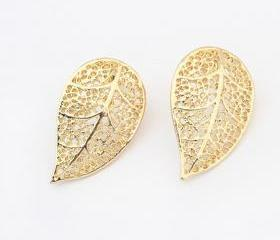 Golden Leaf Earrings With Cut Out on Luulla