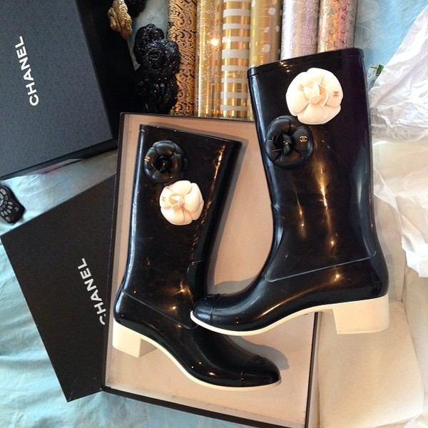 shoes boots chanel boots chanel wellies black black rain boots chanel rain boots