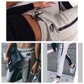 pants,logo,black,canada,international shipping,sexy,hot,warm,nice,girl,love,nike,nike pro,sweater,brand,women,joggers,joggers pants,grey,grey sweatpants,black with zipper,nice outfit,feminine