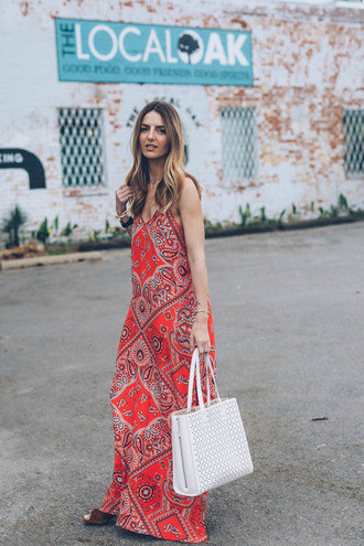 prosecco and plaid blogger jewels maternity dress red dress maxi dress white bag