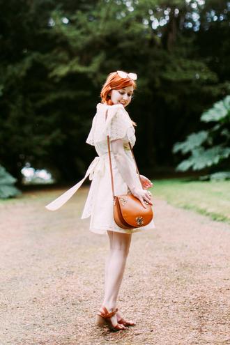 the clothes blogger dress retro vintage dress shoulder bag brown leather bag carvela bag