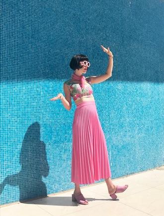a fashion nerd blogger swimwear top sunglasses jewels
