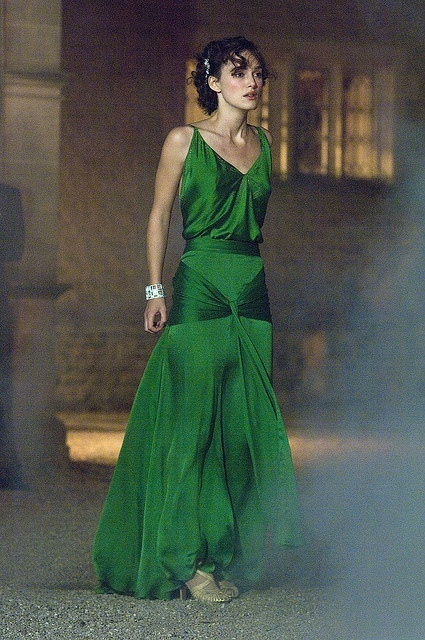 Aliexpress.com : buy sexy keira knightley green satin pleat celebrity dresses spaghetti strap v neck backless red carpet dresses for fashion girls from reliable dresses 1960s suppliers on suzhou babyonlinedress co.,ltd