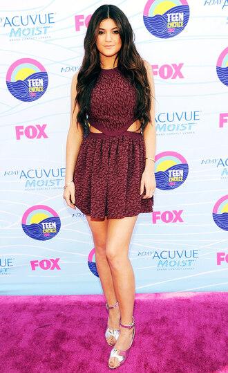 burgundy kylie jenner teen choice awards cut-out dress