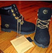 shoes,chain laces,timberlands and gold chain,black timberlands,boots,timberlands,gold,black,jacket