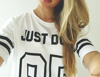 shirt lexxnie nike just do it text tee quote on it number sportswear sporty white black black and white girl weheartit hipster urban crop tops cropped