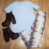 top,baby girl,blue,snake print pants,snake print,black and white,boots,chelsea boots,leggings