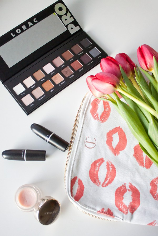 adventures in fashion blogger make-up makeup bag