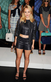 shorts,leather shorts,black shorts,top,crop tops,leather top,black crop top,jacket,black jacket,leather jacket,sandals,black sandals,annasophia robb,celebrity,all black everything