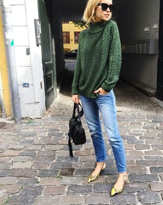 sweater green sweater boyfriend jeans green heels black bag blogger sunglasses